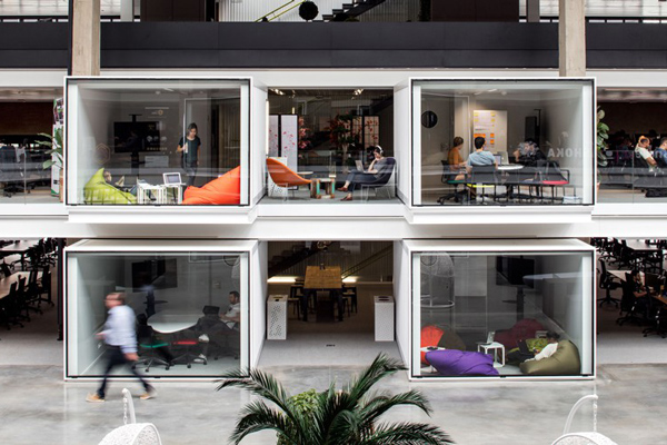 Why you should consider transforming your corporate office in a coworking space